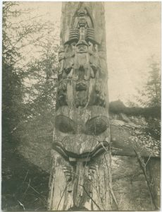 Haida [totem] pole at Hiellen River